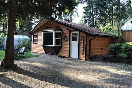 Studio Cottage, 3 Beds, Full Kitchen, Private Bath
