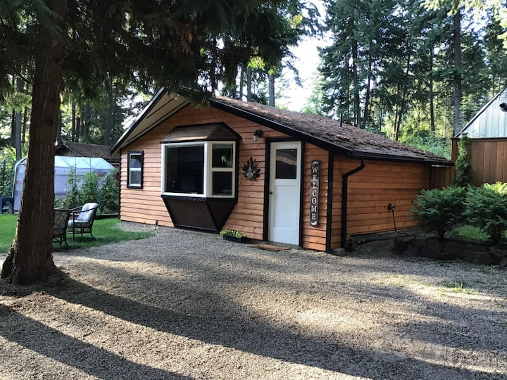 Studio Cottage, 3 Beds, Full Kitchen, Private Bath