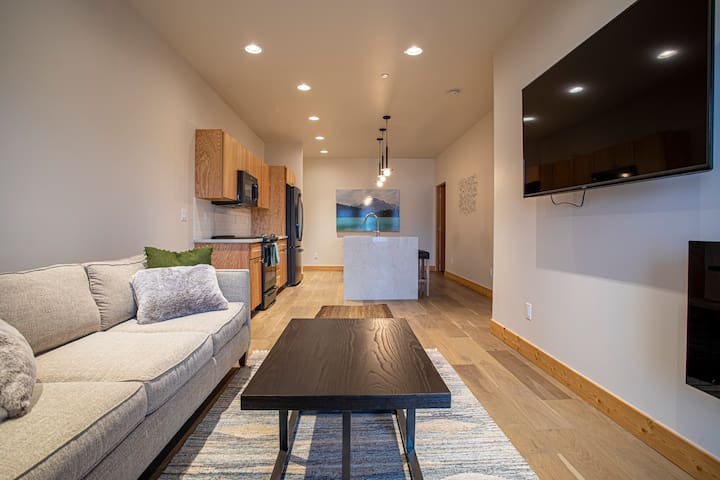 New Modern Suite in the ♥ of DT Whitefish!