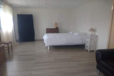 Chambre spacieuse de 30 m2 avec sdb et kitchenette
