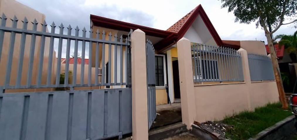 2BR Minimalist Gensan Home for 6Pax