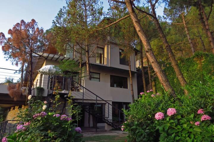 Exclusive 4-bedroom villa in Kasauli, Himachal