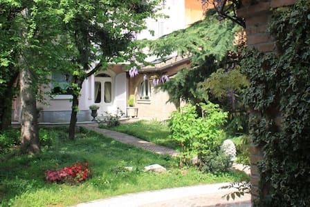 Stanze per famiglia in casa d'epoca - Treviglio - Loteng
