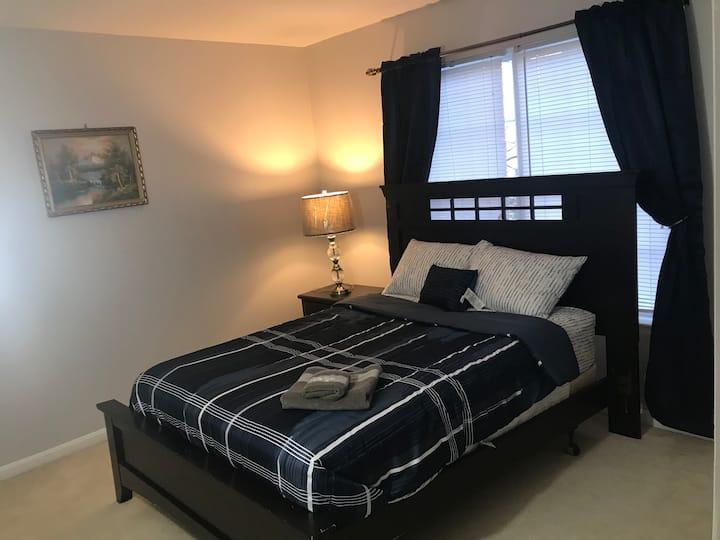 Private room/ attached bath near IAD/Reston