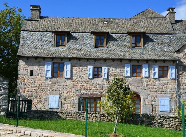 Gîte spacieux tout confort vacances en Aveyron