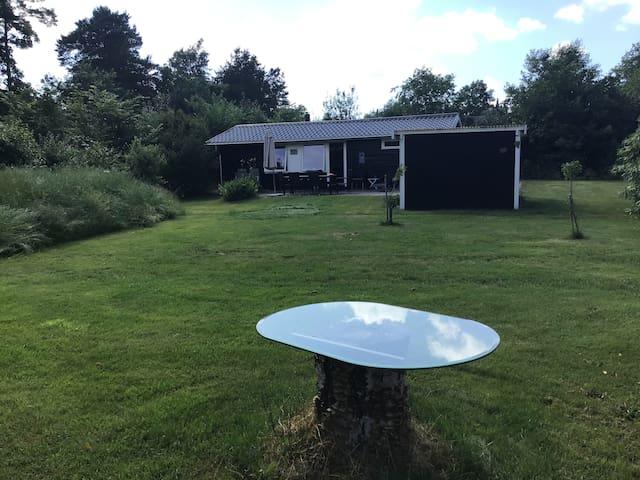 Dejligt sommerhus i fredelige omgivelser