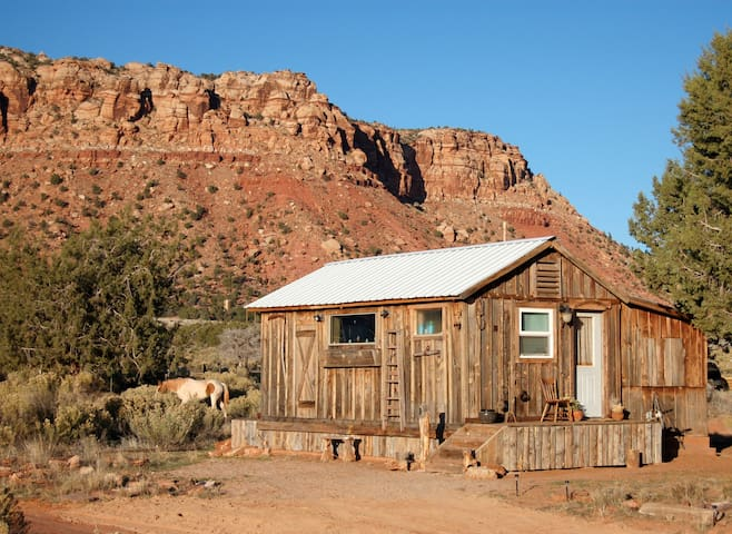 Tiny House Cozy Cabin by Zion, Grand Canyon, Bryce - Fredonia - Kabin