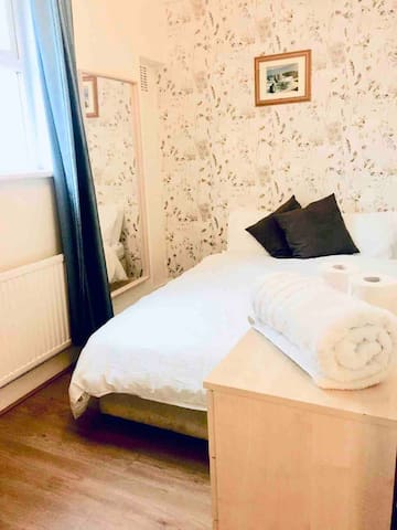 Beautiful double room in North London
