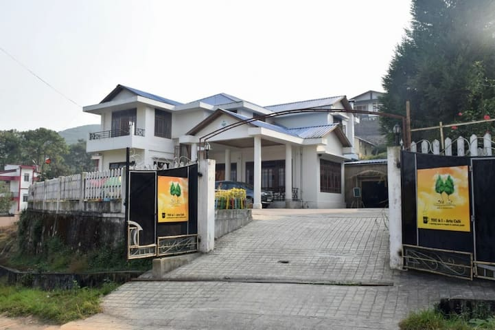 Pleasant & Comfortable Budget Dorm In Shilong