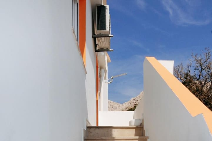 One bedroom apartment with terrace Metajna, Pag (A-6421-e)
