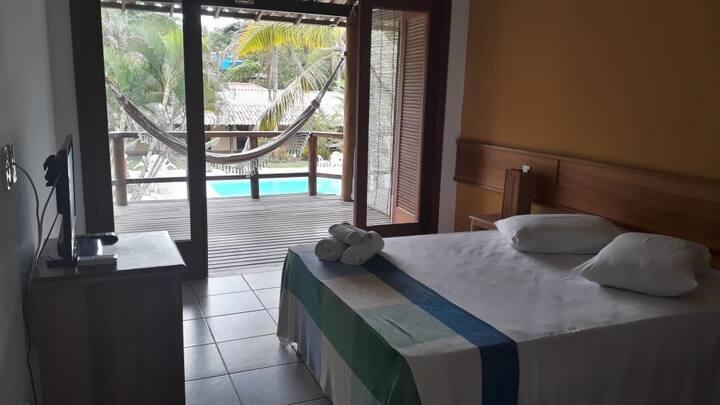 Suite com varanda/ vista piscina