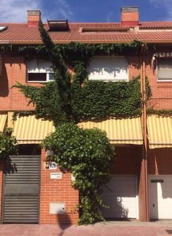 Habitación individual en Chalet - Alcalá de Henares - House