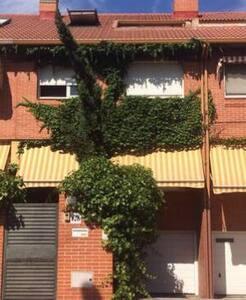 Habitación individual en Chalet - Alcalá de Henares - Haus