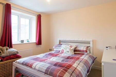Private room in south Manchester - Stockport