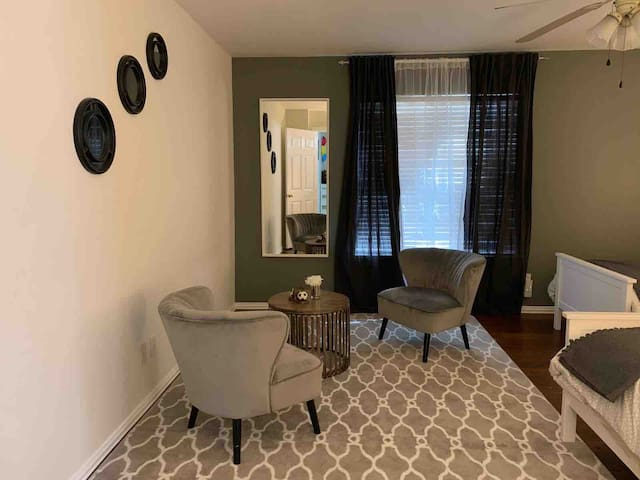 *Gated *Private entry *Entire apartment!