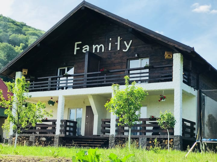 Chalet Family 2