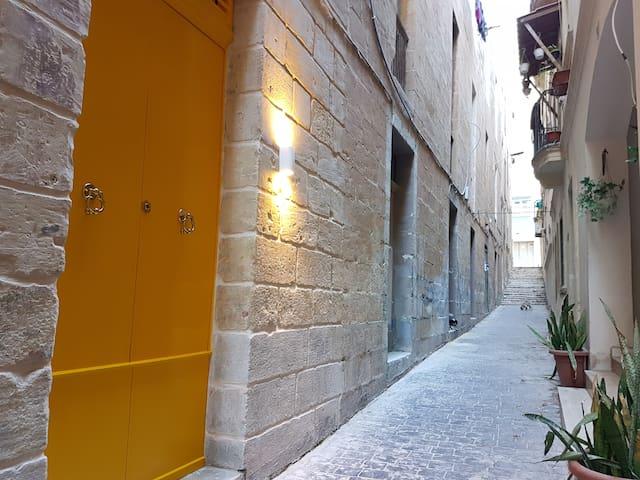 64, NEW Studio with Private Entrance in Valletta. - Valletta - Apartamento