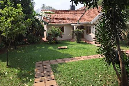 Snug Bugolobi Cottage - Kampala