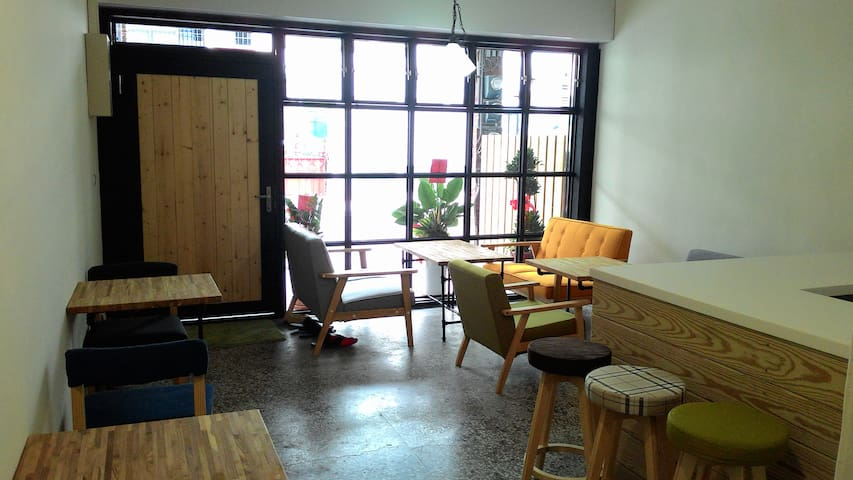 4+57 Backpackers Db Rm/City center - 台東市 - Casa
