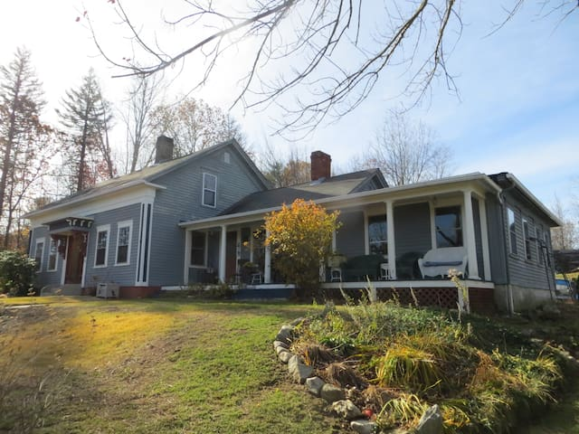 1860 Village Cape - Guest Room w/ Queen Bed - Burrillville - House