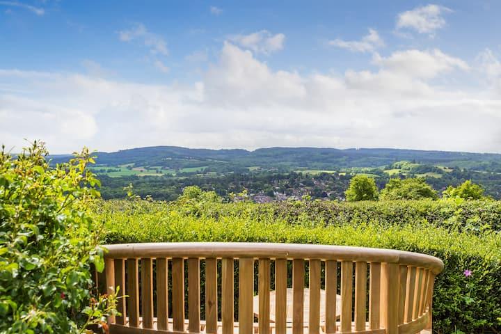 Stylish cottage with panoramic Surrey Hills views