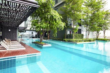 Modern 1 BR+1Living~BTS Wongvianyai - Bangkok
