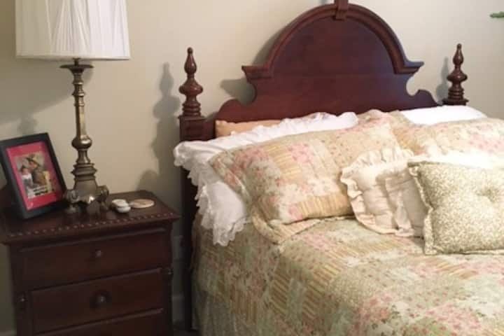 Nick's Nook Bedroom (at Goose Hill Downs B&B)