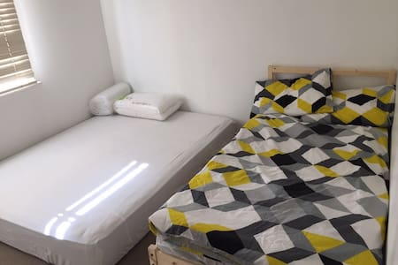 Location! big bedroom with 2 beds - Belmont - Talo