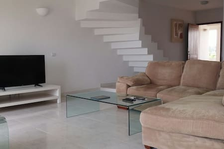 Large 2 Bed Apartment - Great location with WIFI - Quarteira