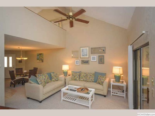 AO-3 - Beautiful and Bright Townhome Just a Short Walk to Intimate Vilano Beach - St Augustine