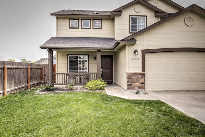 4BR Quiet Boise Home w/ Extended Stays Available!