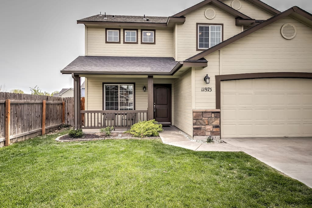 A large garage and fenced yard welcomes you to this quiet, residential home!