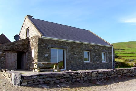 Stone Cottage on Valentia Island - Cabanya