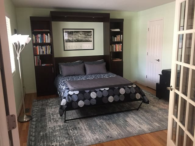 Private Bed/Bath Suite in Gated Community (P&P)
