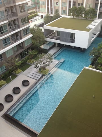 D Condo, WiFi, 10 mins from BTS, Great Pool, Gym - Bangkok - Byt