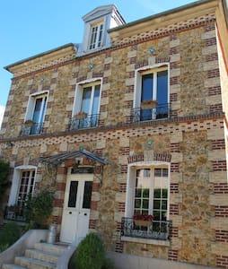 Maison bourgeoise 17 kms de Disneyland - Nanteuil-lès-Meaux - Rumah