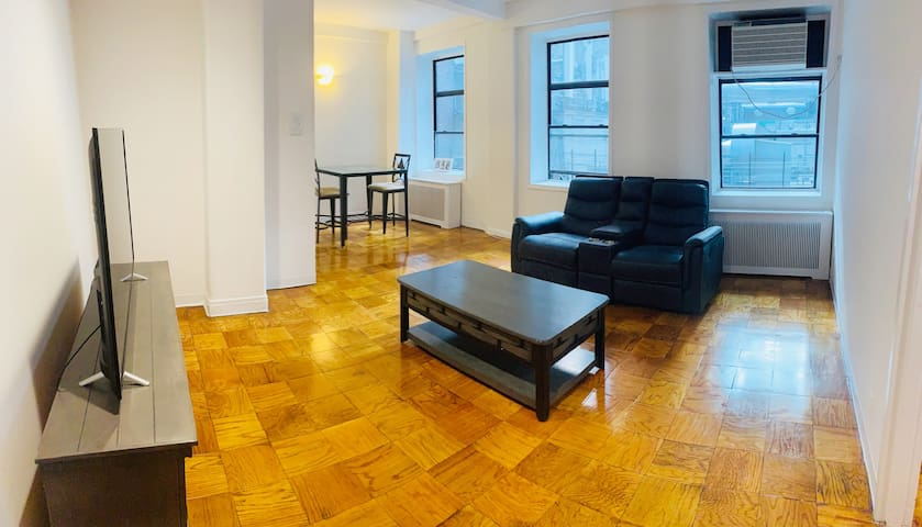 Spacious/attractive 1-BR apartment in Midtown East