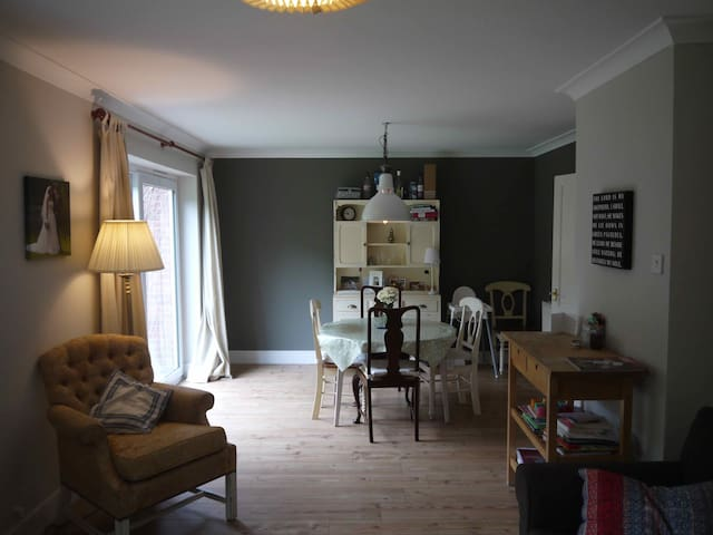 Lovely 3 bed family home 15 mins from Cambridge