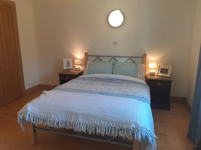 Cosy Countryside Cottage Double Ensuite West