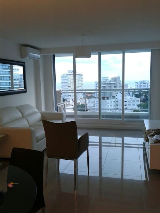 One torre 2 categoria piso 9 flats for rent in punta for Piso 9 torre latino