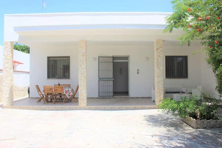 Villa Caledonia, only 200 meters from the beach