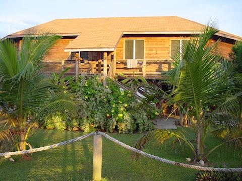 Utila Sandy Bay Beach House