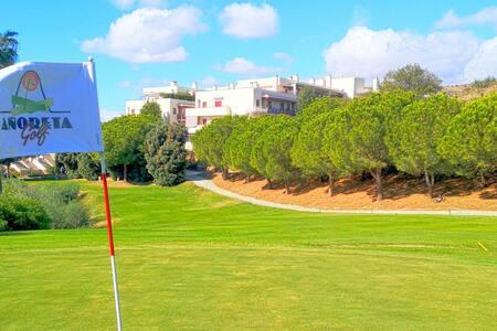 Golf fields apt, seaview, pool, free parking