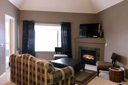 Downtown Waterfront Condo in the Shuswaps - Sicamous