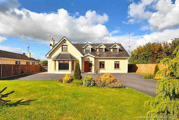 Randwick House near Dublin airport (20 min drive)