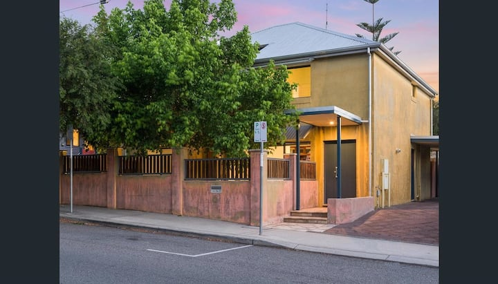 Alma Hill - Luxury whole house, central Fremantle