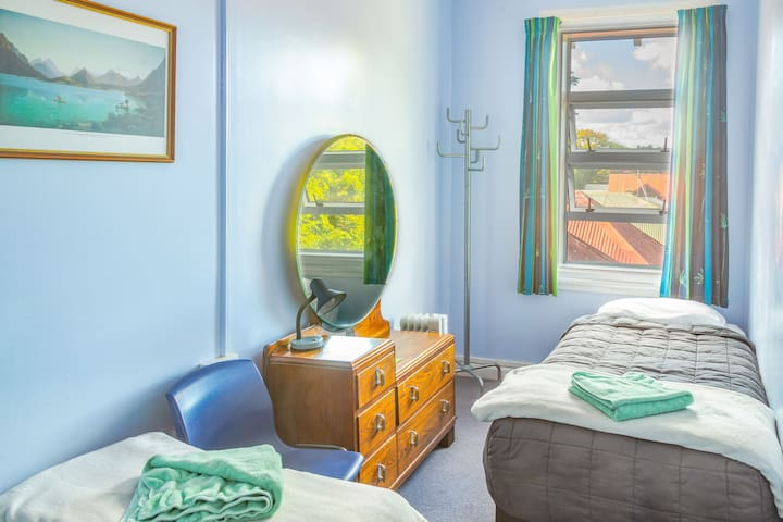 Twin room in Mt Eden