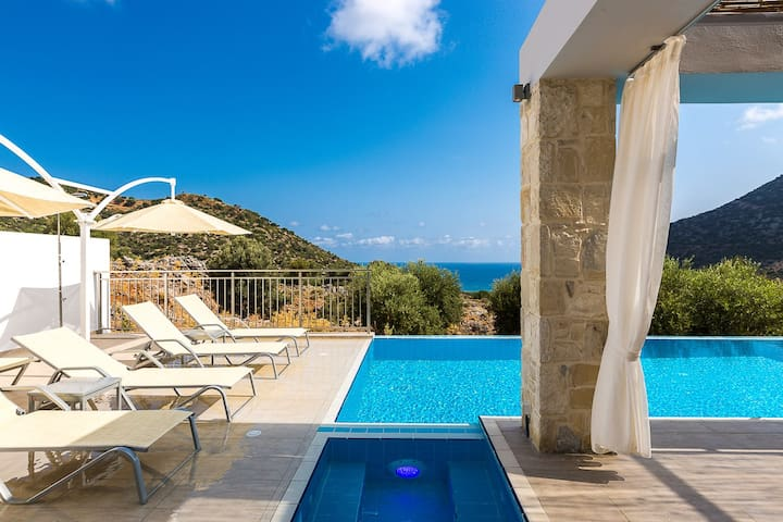 Features magnificent sea views of the Cretan ocean and offering a sense of freedom and peace of mind!