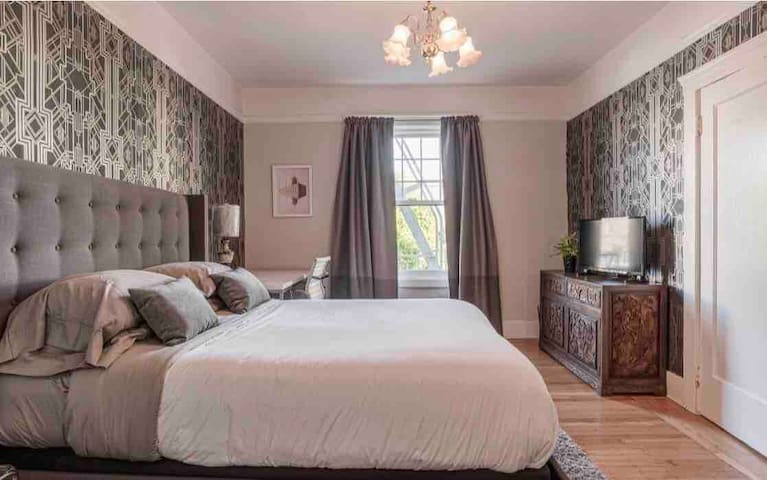 Private Master Bedroom In Pacific Heights