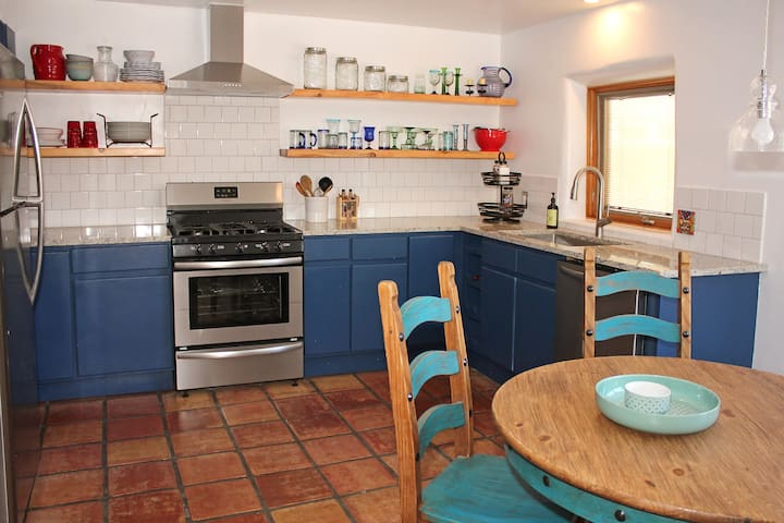 Charming Adobe Home Walk to Historic Old Town